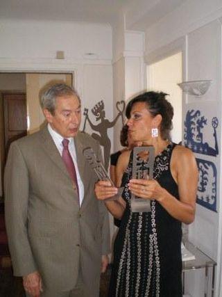Dominique de SEGUIN présente à Jacques PELISSARD, Président de l'Association des Maires de France, la Marianne du 3e Millénaire.